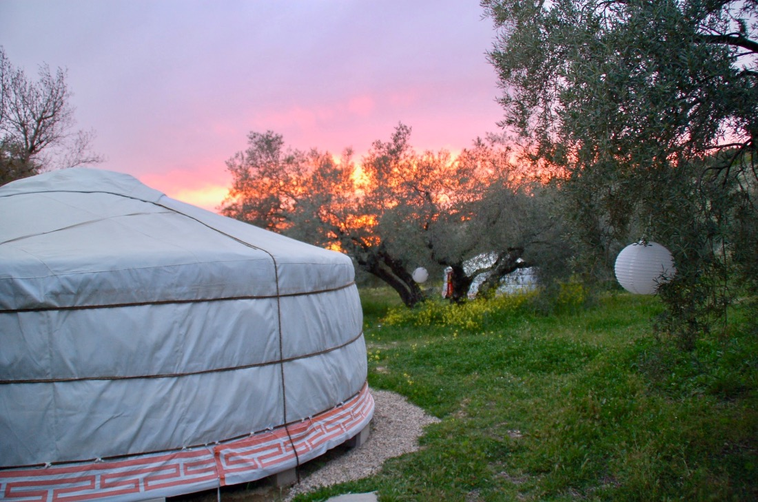 glamping gher yurt joert casa valle de oro bed and breakfast glamping in andalusië